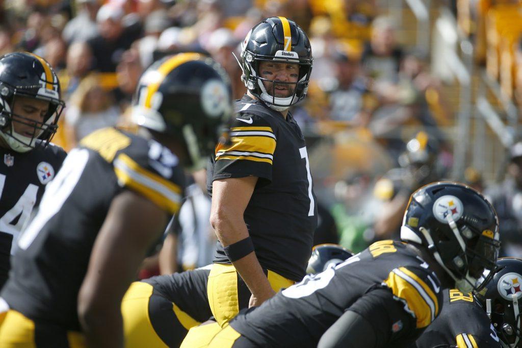 Pittsburgh Steelers' quarterback Ben Roethlisberger scans the field against the Denver Broncos